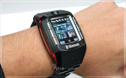 M718 – стильный телефон-часы от тайванских производителей