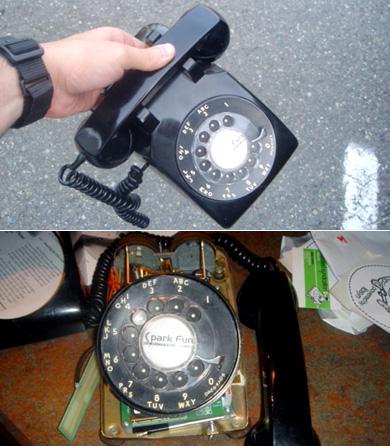 Мобильный GSM- телефон с диском для набора номера