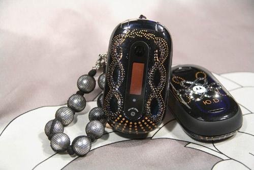 Motorola PEBL U6 от известного модельера Юлии Далакян