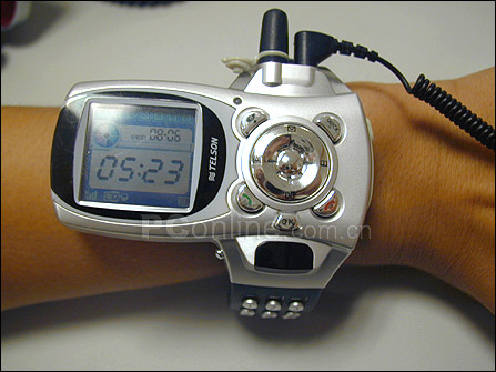 Мобильник в виде наручных часов