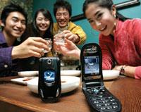 Южная Корея ограничит подростков в пользовании мобильными телефонами. Доигрались?